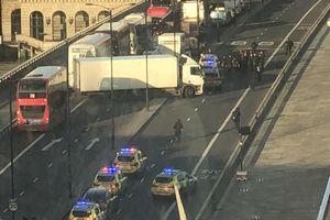 Tấn công bằng dao trên Cầu London, cảnh sát bắn một nghi phạm