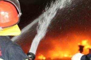 Dập tắt đám cháy tại phố Lò Rèn, cứu 2 phụ nữ bị mắc kẹt