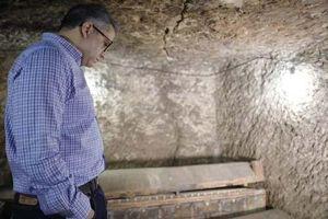 Khai quật kim tự tháp, phát hiện xác ướp khổng lồ gây sốc