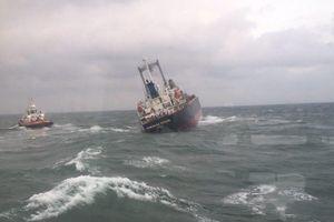 Hà Tĩnh: Tàu Thái Lan gặp nạn bắt đầu bị tràn dầu ra biển