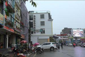 SaPa (Lào Cai) : Bất bình với công trình xây dựng 'chình ình' giữa phố