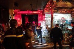 Hai phụ nữ cao tuổi mắc kẹt trong đám cháy ở phố Lò Rèn, Hà Nội