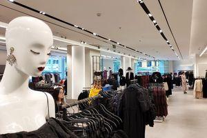 Hôm nay là ngày Black Friday, các trung tâm mua sắm vẫn như... ngày thường