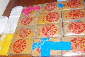 Thu giữ số lượng lớn ma túy trôi dạt vào bờ biển Quảng Nam