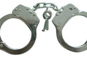 Hòa Bình: Kẻ đang bị truy nã vẫn điềm nhiên làm chánh văn phòng TAND huyện
