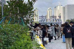 Nhân viên đài Chiết Giang đuổi fan, đòi dẹp nơi tưởng niệm của Cao Dĩ Tường