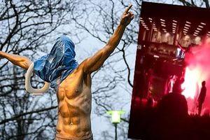 Fan cuồng bịt mặt, 'úp bô', đốt tượng Ibra bên ngoài SVĐ