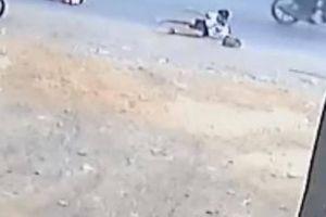 Tin mới vụ xe đưa đón lại 'đánh rơi' 2 học sinh tiểu học trên QL1