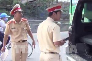 Xe ô tô làm rơi 2 học sinh đã hết hạn kiểm định, công an tạm giữ phương tiện