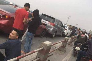 7 ô tô tông liên hoàn trên cầu Thanh Trì, Hà Nội
