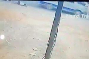 2 học sinh tiểu học bị rớt khỏi xe đưa rước đang chạy ở Đồng Nai