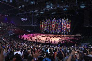 Trực tiếp khai mạc SEA Games 30: Nữ hoàng sắc đẹp diễu hành cùng đoàn Việt Nam