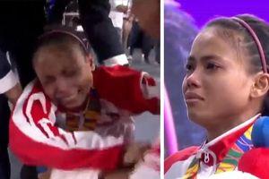 Thua VĐV Việt Nam, nữ lực sỹ Indonesia khóc nức nở