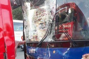 Hình ảnh xe đoàn thể thao Việt Nam gặp tai nạn ở SEA Games 30