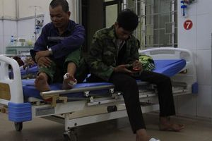 Khung sắt quán ăn vướng dây điện, 1 người chết, 10 người nhập viện