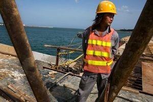 Sri Lanka khó 'lật kèo' khi cho Trung Quốc thuê cảng 99 năm