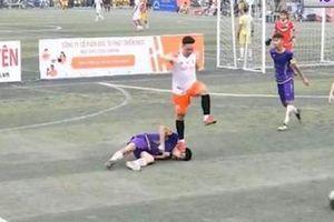 Vụ cầu thủ bóng đá phủi giẫm lên mặt khiến đối phương co giật bất tỉnh: Tỏ ra vô cùng đau khổ, bị nhiều người tìm đến tận nhà dọa nạt