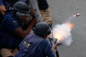 Cảnh sát truy đuổi tội phạm, 9 người ăn tiệc chết oan ở Brazil