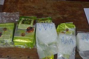 Lại phát hiện kiện hàng ghi chữ Trung Quốc, nghi chứa ma túy đá trôi trên biển Thừa Thiên - Huế
