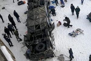 Tin tức thế giới mới nóng nhất ngày 2/12: Tai nạn xe buýt kinh hoàng, 19 người thiệt mạng