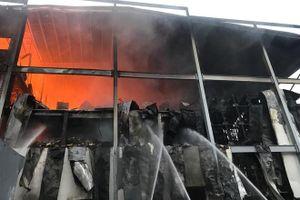 Cháy lớn tại công ty bánh kẹo ở Bình Dương, nhà xưởng hàng nghìn mét bị thiêu rụi