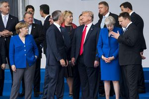 NATO 'bất ổn' tìm cách 'bình ổn' Tổng thống Trump