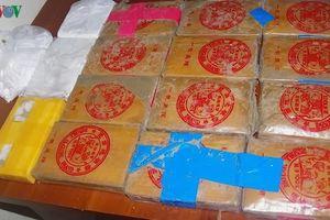 Cả làng náo động vì nhặt được 25 bánh heroin ở bãi biển