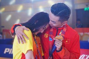 Khánh Thi khóc khi chồng giành HCV vàng tại SEA Games