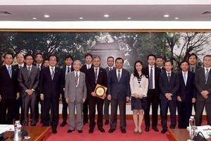 Bộ trưởng Đinh Tiến Dũng tiếp Đoàn công tác của Hiệp hội Xúc tiến Ngoại giao Nhân dân Nhật Bản