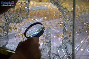 Táo tợn trộm tiệm vàng khi chủ nhân mải xem trận Việt Nam-Indonesia