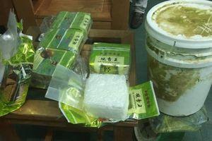 Lại phát hiện nhiều gói 'vật thể lạ' nghi ma túy dạt vào bờ biển