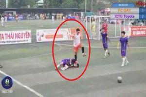 Cầu thủ bị đối thủ dẫm lên mặt trong trận bóng khiến co giật: 'Tôi không chấp nhận hành động đó nhưng nghĩ vì tình người nên bỏ qua'