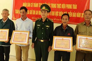 25 bánh heroin ghi chữ Trung Quốc dạt vào bãi biển: 5 người giao nộp được tặng giấy khen