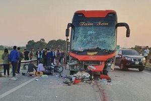 Xe khách dừng trên đường, 1 phụ nữ thiệt mạng