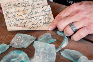Bức thư trong chai bí ẩn 112 tuổi ở trường đại học