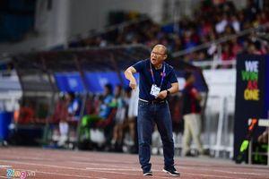 Trận đấu giữa U22 Việt Nam và Singapore vẫn diễn ra dù có mưa bão