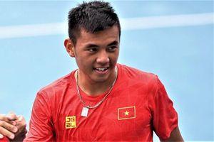 Mưa bão khiến tuyển tennis Việt Nam về phòng sau 4 tiếng chờ đợi