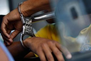 Thư ký tòa bị bắt vì nhận 21 triệu đồng