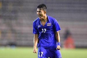 Fan Việt chúc mừng Thái Lan sau khi đánh bại Lào