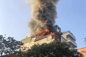 Cháy quán karaoke tại trung tâm Hà Nội