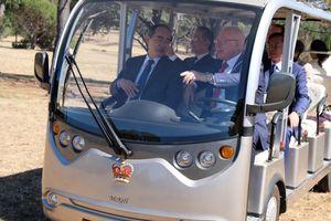Toàn quyền Australia lái xe chở Bí thư Thành ủy TPHCM Nguyễn Thiện Nhân