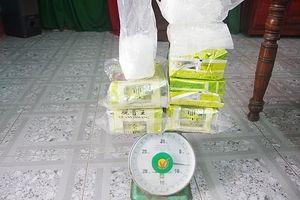 Thêm gần 8kg nghi ma túy trôi dạt vào bờ biển Thừa Thiên Huế
