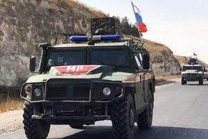 Xe quân sự Nga trúng bom