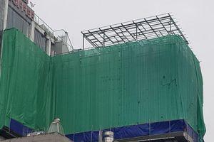 Hà Nội: Trung tâm thương mại dựng 'chuồng cọp', kinh doanh Karaoke, masage