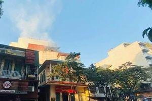Cháy quán karaoke sắp khai trương trên phố Thi Sách