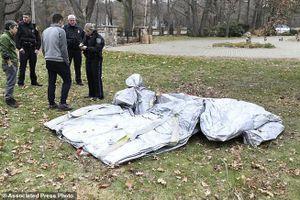 Hy hữu vụ phao trượt của máy bay rơi từ trên trời xuống nhà dân