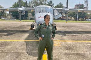 Hải quân Ấn Độ chào đón nữ phi công đầu tiên
