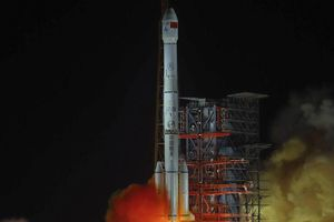 Mỹ tính kế đập tan mộng 'bá chủ vũ trụ' của Trung Quốc