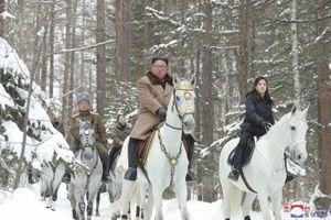Ông Kim Jong-un lại cưỡi bạch mã lên núi thiêng