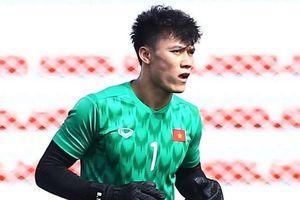 Bùi Tiến Dũng tập cùng nhóm cầu thủ không đá trận Singapore